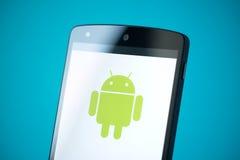 Logotipo de Android en el nexo 5 de Google Imágenes de archivo libres de regalías