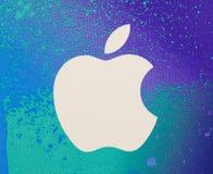 Logotipo de Apple en un fondo blanco Fotografía de archivo libre de regalías