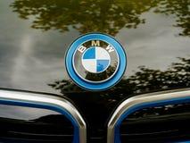 Logotipo de BMW en un coche eléctrico i1 Foto de archivo libre de regalías