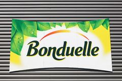 Logotipo de Bonduelle em uma parede imagem de stock