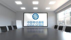 Logotipo de China Mobile en la pantalla en una sala de reunión Representación editorial 3D Imágenes de archivo libres de regalías