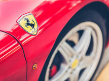 Logotipo de Ferrari no lado do carro Foto de Stock Royalty Free