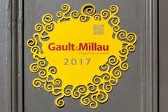 Logotipo de Gault y de Millau en una pared Imagen de archivo libre de regalías