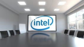 Logotipo de Intel Corporation na tela em uma sala de reunião Rendição 3D editorial ilustração do vetor