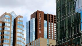 Logotipo de Jw Marriott no lado de uma construção imagem de stock