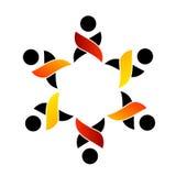 Logotipo de la ayuda del trabajo en equipo Imágenes de archivo libres de regalías