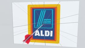 Logotipo de la compañía de ALDI que es agrietado por la flecha del tiro al arco Animación editorial conceptual de los problemas c ilustración del vector