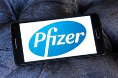 Logotipo de la compañía farmacéutica de Pfizer Fotografía de archivo libre de regalías