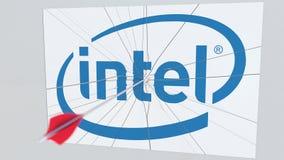 Logotipo de la compañía de INTEL que es agrietado por la flecha del tiro al arco Representación editorial conceptual 3D de los pr stock de ilustración