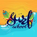 Logotipo de la escuela, emblema o plantilla del diseño de la etiqueta que practica surf con el tablero de resaca Fotografía de archivo libre de regalías