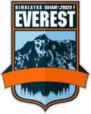Logotipo de la etiqueta de la montaña de Ector Everest Emblema con el peack más alto en mundo ilustración del vector