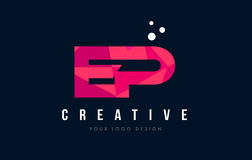 Logotipo de la letra del EP E P con concepto rosado polivinílico bajo púrpura de los triángulos Foto de archivo