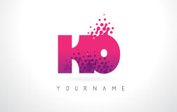 Logotipo de la letra del knock-out K O con el color y las partículas púrpuras rosados Dots Des stock de ilustración