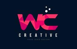 Logotipo de la letra del WC W C con concepto rosado polivinílico bajo púrpura de los triángulos Foto de archivo
