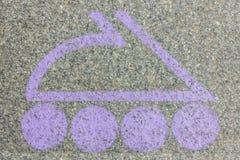 Logotipo de la lila bajo la forma de patín de ruedas Imagen de archivo