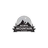 Logotipo de la montaña con el elemento del diseño de la estrella del norte, de la etiqueta o del vector de la insignia stock de ilustración