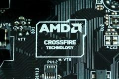 Logotipo de la tecnología de AMD Crossfire en una placa madre Imagen de archivo libre de regalías
