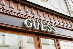 Logotipo de la tienda de la conjetura en Praga Fotos de archivo