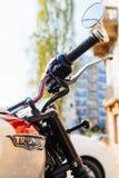 Logotipo de las motocicletas de Triumph en la bici del vintage Fotos de archivo libres de regalías