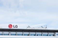 Logotipo de LG Electronics en su oficina principal para Serbia LG es una de las compañías principales en tecnología de las TIC y  Fotos de archivo libres de regalías