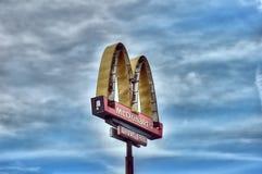 Logotipo de Mac Donalds oxidado e quebrado Imagem de Stock Royalty Free