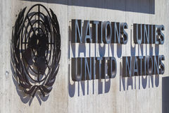 Logotipo de Naciones Unidas en la entrada de la oficina de la O.N.U en Ginebra, Suiza Imagen de archivo