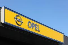 Logotipo de Opel en una pared Fotos de archivo libres de regalías