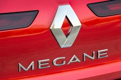 Logotipo de Renault em Renault Megane imagens de stock