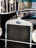 Logotipo de Skoda no carro velho imagens de stock royalty free