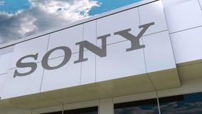 Logotipo de Sony Corporation na fachada moderna da construção Rendição 3D editorial ilustração stock
