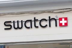 Logotipo de Swatch en la tienda de Swatch fotografía de archivo libre de regalías