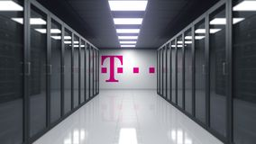 Logotipo de T-Mobile en la pared del cuarto del servidor Representación editorial 3D libre illustration