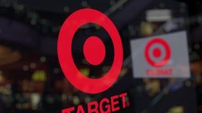 Logotipo de Target Corporation sobre el vidrio contra centro de negocios borroso Representación editorial 3D almacen de metraje de vídeo