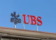 Logotipo de UBS en el top de la oficina de UBS Imagen de archivo libre de regalías