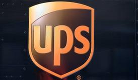 Logotipo de UPS en el camión imagen de archivo libre de regalías