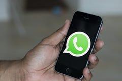 Logotipo de WhatsApp en un teléfono móvil fotos de archivo libres de regalías