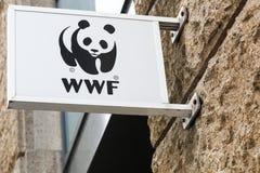 Logotipo de WWF en una pared Fotografía de archivo