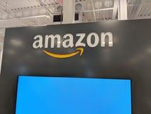 Logotipo del Amazonas en la exhibición en la tienda de Honolulu Best Buy Foto de archivo