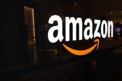 Logotipo del Amazonas en la pared brillante negra en la alameda de San Francisco Foto de archivo libre de regalías