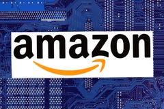 Logotipo del Amazonas puesto en placa de circuito imágenes de archivo libres de regalías
