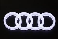 Logotipo del coche de Audi en el salón del automóvil imagen de archivo libre de regalías