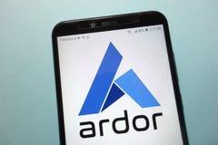 Logotipo del cryptocurrency del ardor ARDR exhibido en smartphone foto de archivo libre de regalías