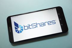 Logotipo del cryptocurrency de BitShares BTS exhibido en smartphone imagen de archivo libre de regalías