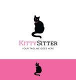 Logotipo del gato que se sienta para la sentada del animal doméstico o el negocio del cuidado de animales de compañía Fotografía de archivo libre de regalías