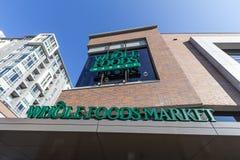 Logotipo del mercado de Whole Foods en su mainstore para Ottawa, Ontario fotografía de archivo