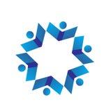 Logotipo del trabajo en equipo del grupo de la gente del libro Fotos de archivo