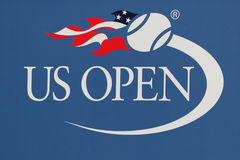 Logotipo del US Open en Billie Jean King National Tennis Center en Nueva York Foto de archivo