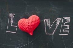 Logotipo do amor com coração vermelho Fotografia de Stock