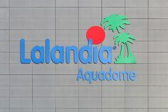 Logotipo do aquadome de Lalandia em uma parede imagens de stock royalty free