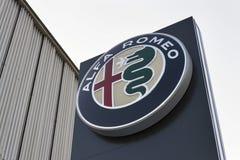 Logotipo do carro de Alfa Romeo no negócio que constrói o 20 de janeiro de 2017 em Praga, república checa Fotografia de Stock